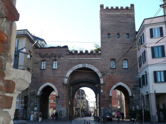 Back view of l'Antica Porta Ticinese, Milian-sm