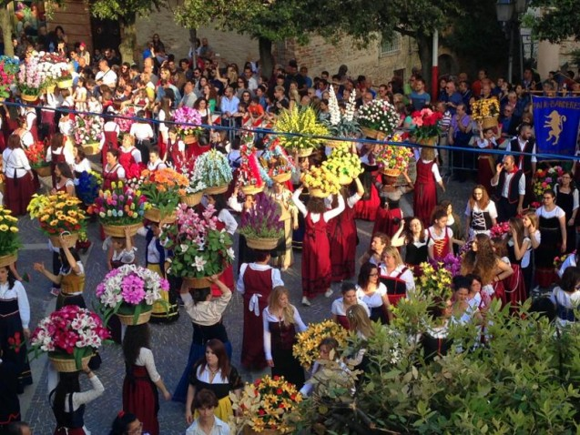 FLORAL procession winds